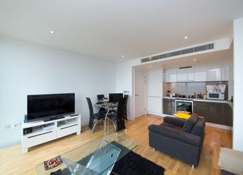 Thumbnail 1 bed flat to rent in The Landmark, West Tower, Canary Wharf