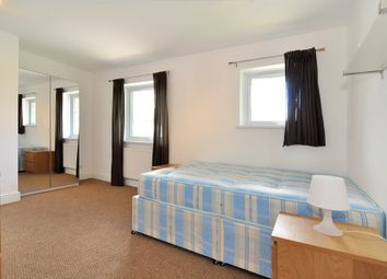Thumbnail Room to rent in Barnfield Place, Canary Wharf