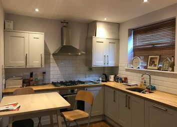 Room to rent in Luna Road, London CR7