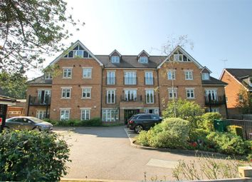 Heathside Court, High Road, Bushey Heath WD23. 2 bed flat