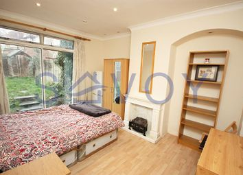 Thumbnail Room to rent in Westway, Shepherds Bush, London