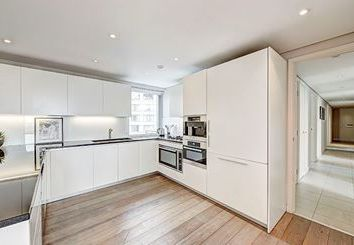 Thumbnail 4 bedroom flat to rent in East Harbet Road, London