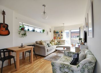 Coopers Road, London SE1. 2 bed flat