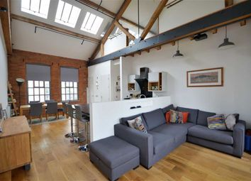 Thumbnail 2 bed flat to rent in Hanover Pl, London