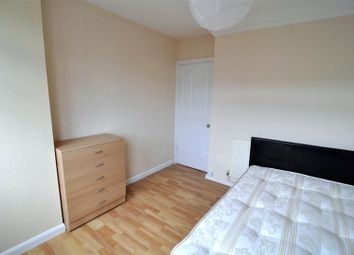 Room to rent in Globe Road, Bethnal Green, London E2