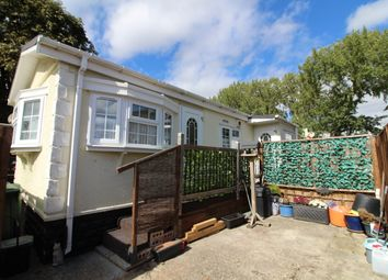 2 bed mobile/park home for sale in Lyndene Road, Didcot, Oxon OX11