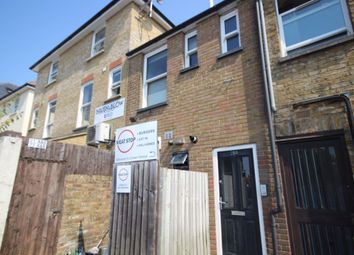 2 bed flat to rent in Crown Street, Brentwood CM14