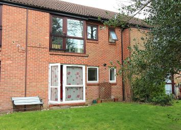 Thumbnail 2 bed flat to rent in Bruntile Close, Farnborough