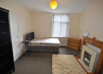 Thumbnail 1 bed flat to rent in Summerseat Place, Great Horton, Bradford
