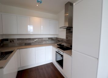 2 bed flat to rent in Oldham Road, Manchester M4
