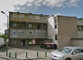 Thumbnail 4 bed flat to rent in Haddenham Court, Hazelhurt Road, Earlsfield