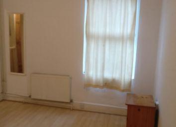 Thumbnail 3 bedroom flat to rent in Montem Lane, Slough