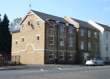 Thumbnail 2 bed flat to rent in Church Street, Dunstable, Beds