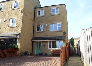 4 bed town house for sale in South Brook Gardens, Mirfield WF14