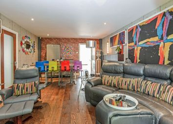 Old Canal Mews, Peckham SE15. 2 bed flat for sale