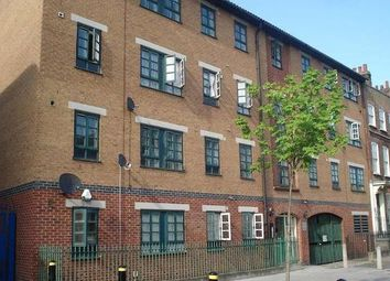 Thumbnail 1 bed flat to rent in Mile End Rod, Whitechapel/Stepeny Green