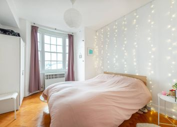 3 bed flat to rent in Queensway, Bayswater, London W2