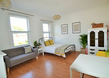 Thumbnail Studio to rent in Flat 3, 8 Brunswick Hill, Reading