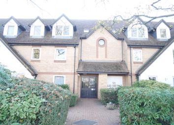 Thumbnail 2 bed flat to rent in Mayfield Avenue, North Finchley