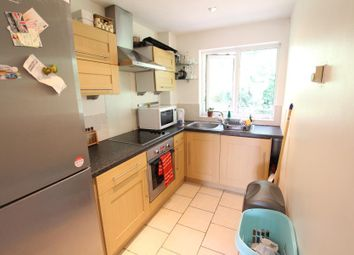 1 bed maisonette to rent in Willowmead Close, Horsell, Woking GU21