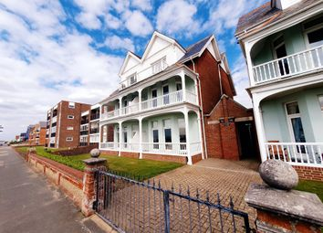 Marine Parade West, Lee-On-The-Solent PO13. 2 bed flat
