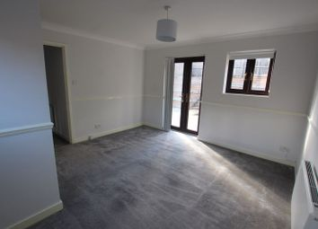 Room to rent in Athol Square, London E14