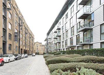 Thumbnail 2 bedroom flat for sale in Gowers Walk, Aldgate, London