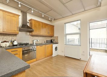 Thumbnail 2 bedroom flat for sale in Chase Side, Enfield