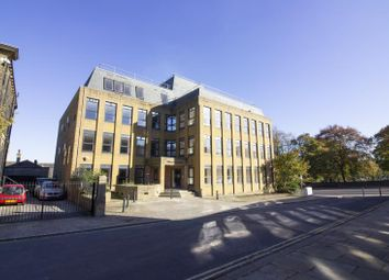 1 bed flat to rent in Albert House, 1 Park Road, Halifax HX1