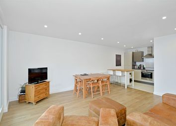 2 bed flat to rent in Old Street, London EC1V