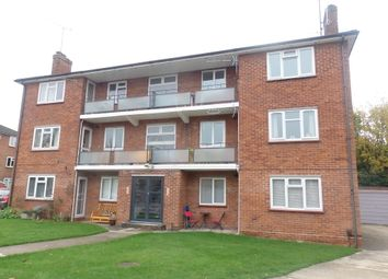 Thumbnail 2 bed flat to rent in Stroud Green, Newbury