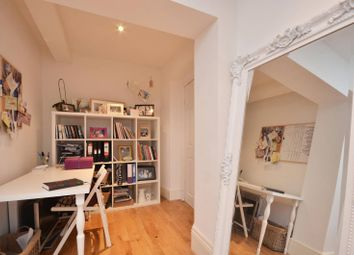 Thumbnail 1 bed flat to rent in Grove Crescent, Kingston, Kingston Upon Thames