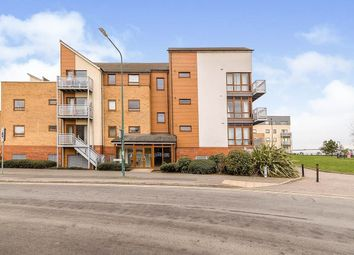 2 bed flat to rent in Evelyn Walk, Greenhithe DA9