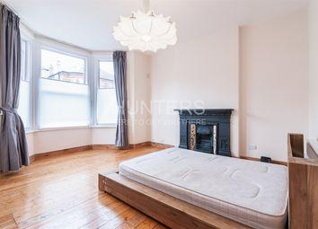 Thumbnail 3 bedroom flat to rent in Ebbsfleet Road, London