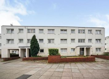 2 bed flat for sale in Essex Close, Luton, Bedfordshire, England LU1