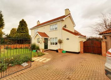 Thumbnail 3 bed cottage for sale in Newbigg, Westwoodside, Doncaster