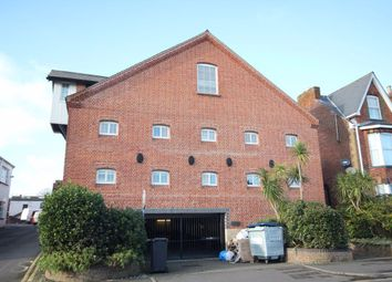 2 bed flat to rent in Roper Road, Canterbury CT2