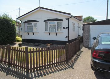 Thumbnail 2 bed mobile/park home for sale in Woodside Park (Ref 5946), Luton, Bedfordshire