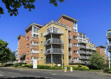 2 bed flat for sale in Twickenham Road, Teddington TW11