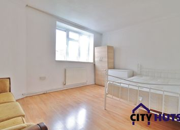 Thumbnail 4 bed flat to rent in Goldsmiths Row, London