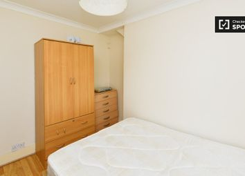 Thumbnail 3 bedroom flat to rent in New Road, London