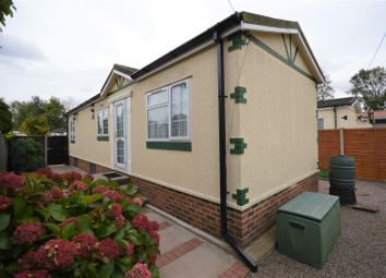 Thumbnail 2 bed mobile/park home for sale in Frogmore Home Park, Park Street, St.Albans
