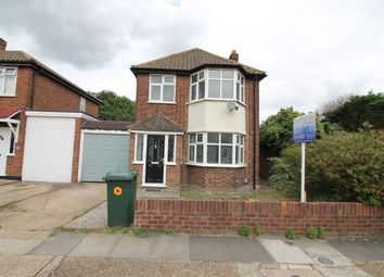 3 bed detached house to rent in Abbotts Close, Romford, Essex RM7