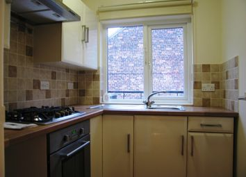 Thumbnail 2 bedroom flat to rent in Chanterlands Avenue, Hull