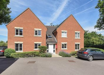 Thumbnail 2 bedroom flat for sale in Hallows Grove, Sunbury On Thames