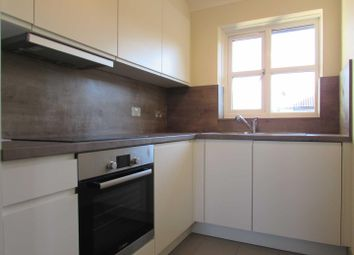 2 bed flat to rent in The Drummonds, Dunstable Road, Luton LU4