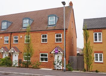 Thumbnail 3 bed town house for sale in Tulip Drive, Evesham