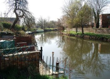 Thumbnail 1 bed flat to rent in Elgar Road, Reading