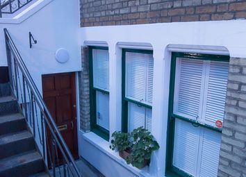 Thumbnail 1 bed flat to rent in Linden Gardens, Chiswick