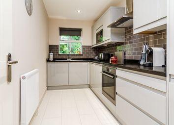 Thumbnail 2 bed flat to rent in Beechfield Road, Boxmoor, Hemel Hempstead, Hertfordshire